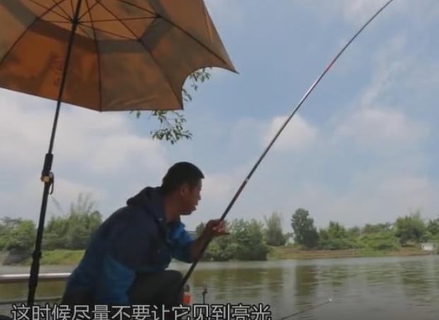 李大毛师范中鱼后正确遛鱼姿势,结果有点啪啪打脸啊!